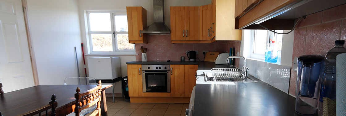Self Catering Isle of Coll, Lonban kitchen